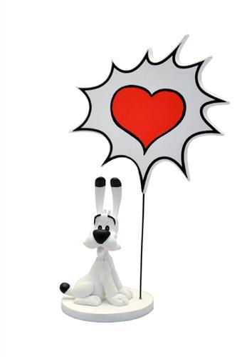 Statue: Idefix og skilt med hjerte