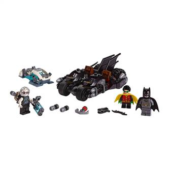 LEGO® DC Universe Super Heroes - Mr. Freeze Batcycle Battle